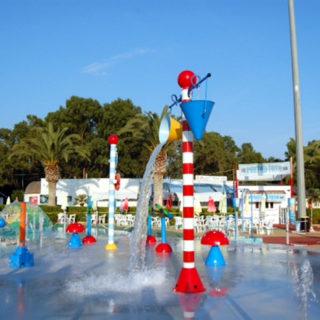 Lagune ricreative, Spray Park, giochi d'acqua, giochi spruzzanti, fungo con getti d'acqua, secchi basculanti con cascata d'acqua, cannoni spara-acqua per piscina, bersagli mobil basculantii