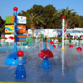 Lagune ricreative, Spray Park, giochi d'acqua, giochi spruzzanti, fungo con getti d'acqua, secchi basculanti con cascata d'acqua, cannoni spara-acqua per piscina, bersagli mobili basculanti