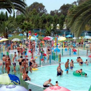 Lagune ricreative, Spray Park, giochi d'acqua, giochi spruzzanti, fungo con cascata d'acqua, secchi basculanti con cascata d'acqua, cannoni spara-acqua per piscina, bersagli mobili basculanti