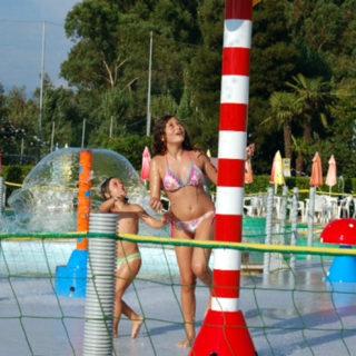Lagune ricreative, Spray Park, giochi d'acqua, giochi spruzzanti, fungo con getti d'acqua, cannoni spara-acqua per piscina, bersagli mobili basculanti