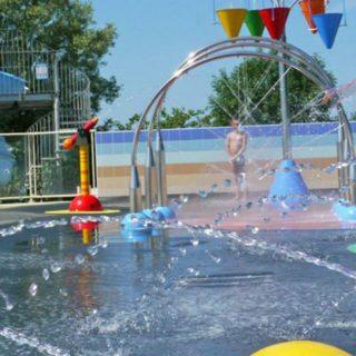 Lagune ricreative, Spray Park, giochi d'acqua, giochi spruzzanti, archi spruzzanti, cannoni spara-acqua per piscina, secchi basculanti con cascata d'acqua, sfera spruzzante, bolla d'acqua